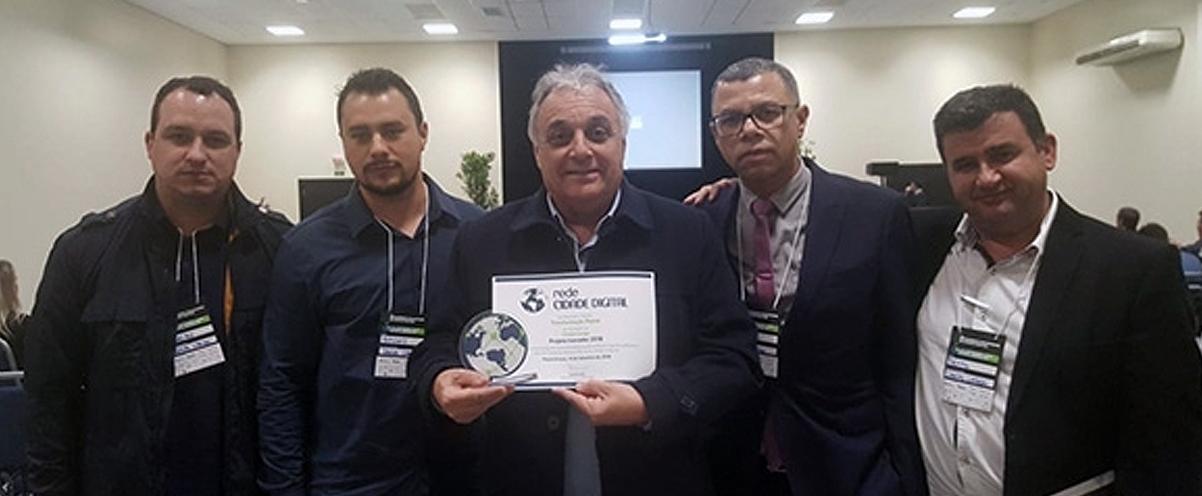 Prefeito de Campo Largo é premiado pela inovação digital na gestão pública